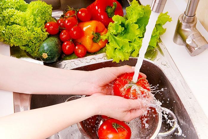 Sơ chế thực phẩm sạch trước khi nấu