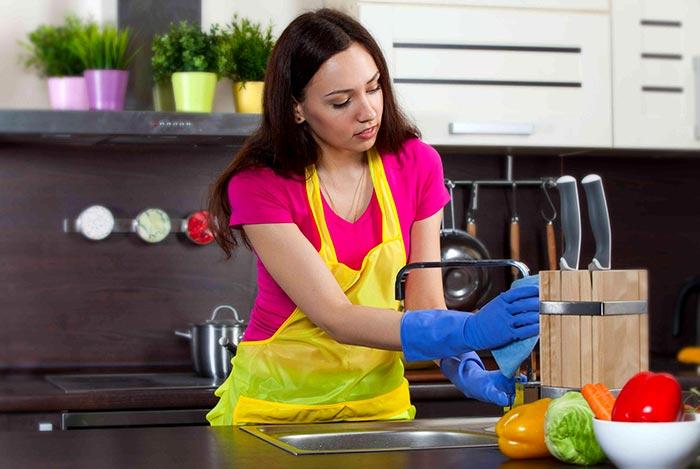 vệ sinh bếp và dụng cụ nấu ăn đảm bảo chế biến thực phẩm an toàn