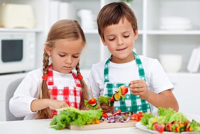 chăm con bằng thực phẩm giúp trẻ thông minh