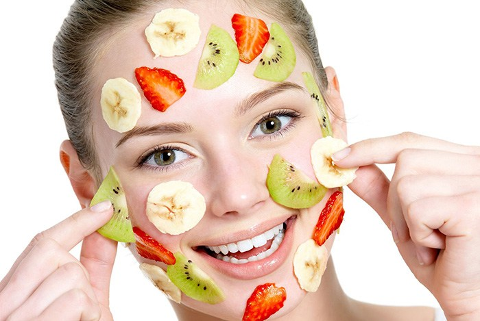 đắp mặt nạ từ trái cây thiên nhiên