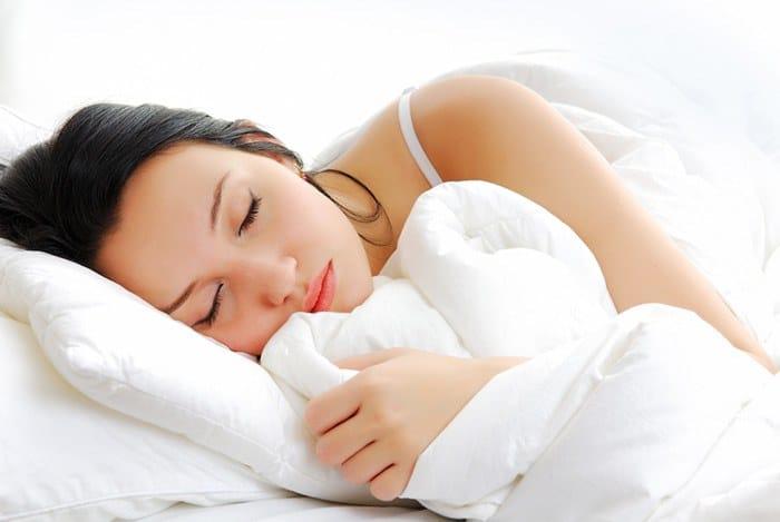 ngủ đúng giờ tránh căng thẳng mệt mỏi