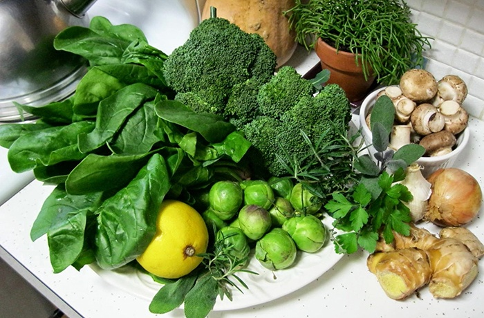 rau xanh chứa nhiều chất xơ và vitamin lành mạnh cho mẹ