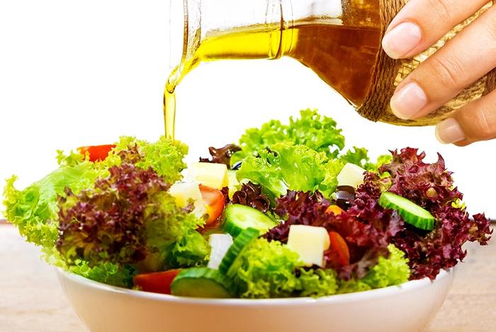 thêm dầu oliu vào các bữa ăn hàng ngày
