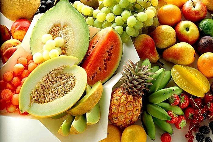 trái cây có màu đỏ và cam thuộc nhóm thực phẩm tốt cho mắt