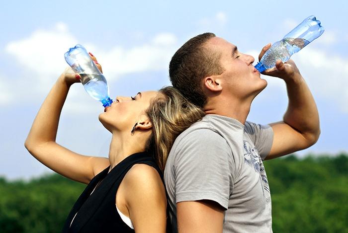 uống đủ nước mỗi ngày giúp cải thiện chức năng sinh lý