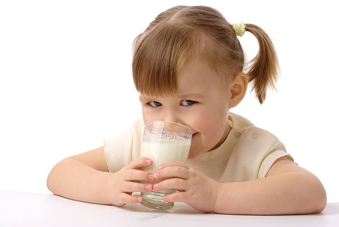 uống sữa mỗi ngày giúp con thông minh hơn
