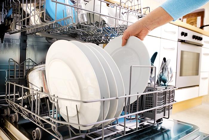 Vệ sinh dụng cụ nhà bếp sạch sẽ đảm bảo vệ sinh an toàn thực phẩm