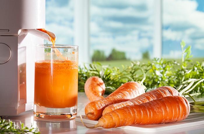 ăn hoặc uống nước ép cà rốt mỗi ngày giúp cải thiện vấn đề da mụn