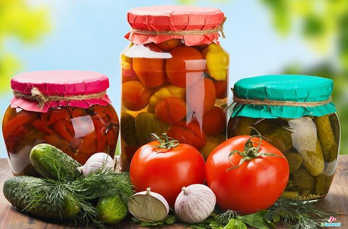 các thực phẩm đóng hộp thường sử dụng chất bảo quản để giữ được lâu hơn