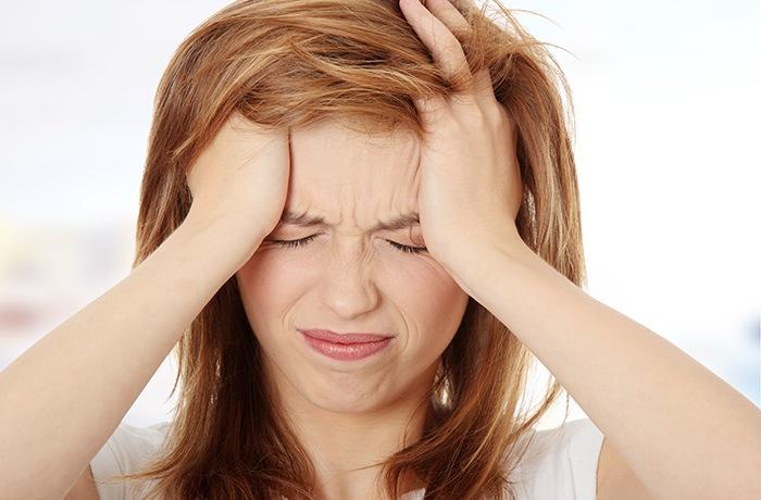 mất nước do ngộ độc thực phẩm sẽ dẫn đến đau đầu