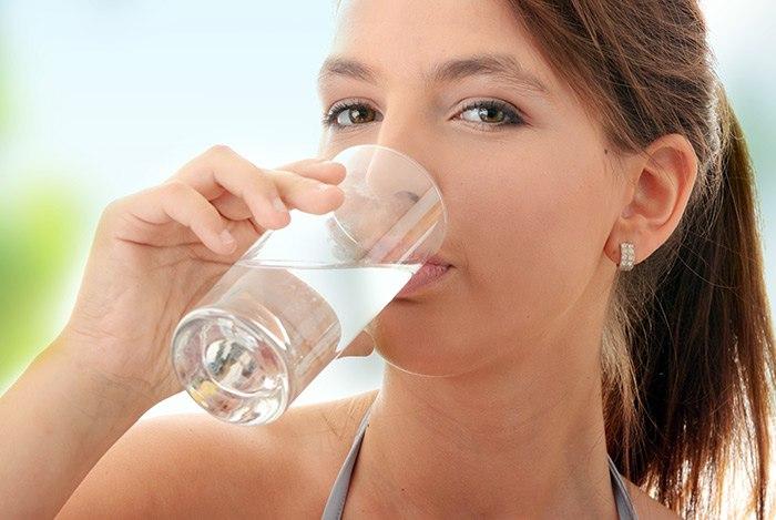 Uống nước đẹp da