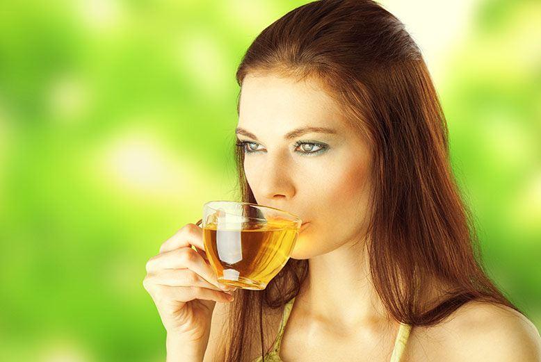 Uống trà xanh giảm cân
