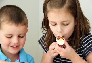 Ăn nhiều trứng có tốt không và cần lưu ý gì khi sử dụng