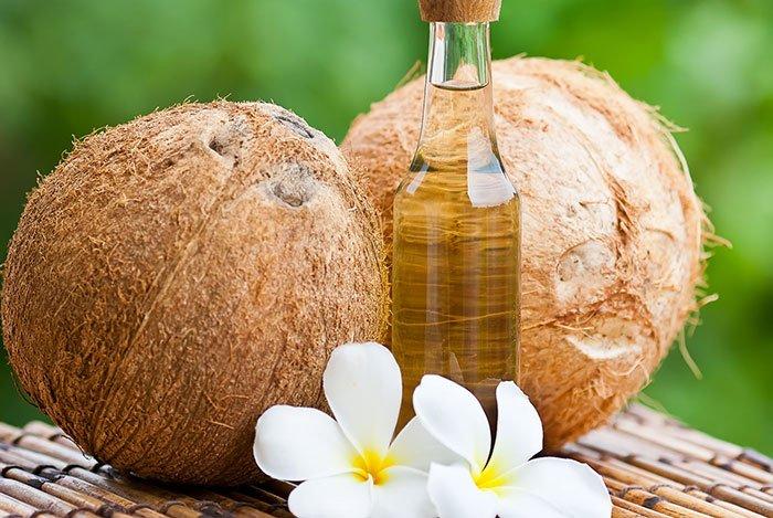 Dùng dầu dừa để tẩy trang và rửa mặt