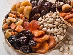 Hạt và trái cây sấy khô