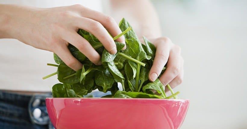 Lưu ý khi dùng rau chân vịt