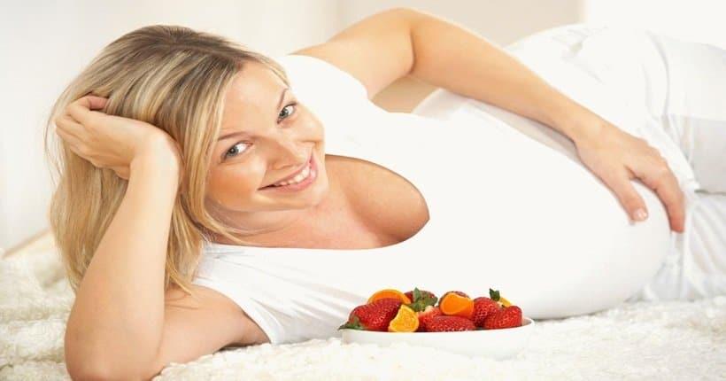 Dâu tây tốt cho phụ nữ mang thai